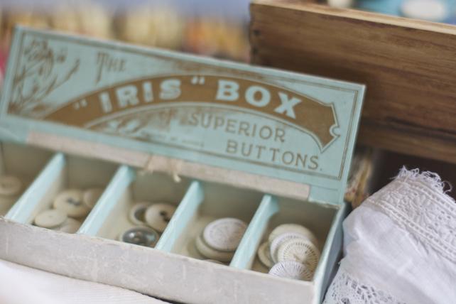 Linen laundry buttons