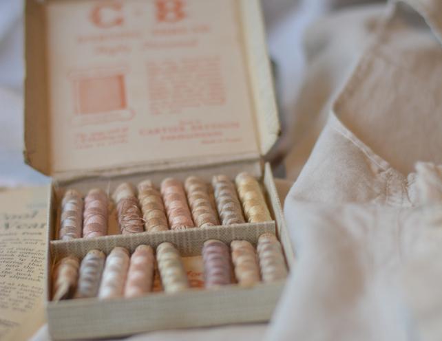 Box of threads for mending stockings